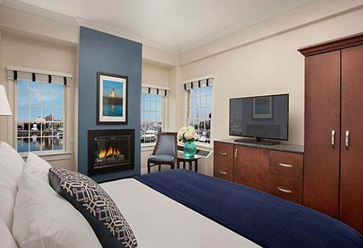 Deluxe King With Fireplace in Bristol Harbor Inn, Rhode Island