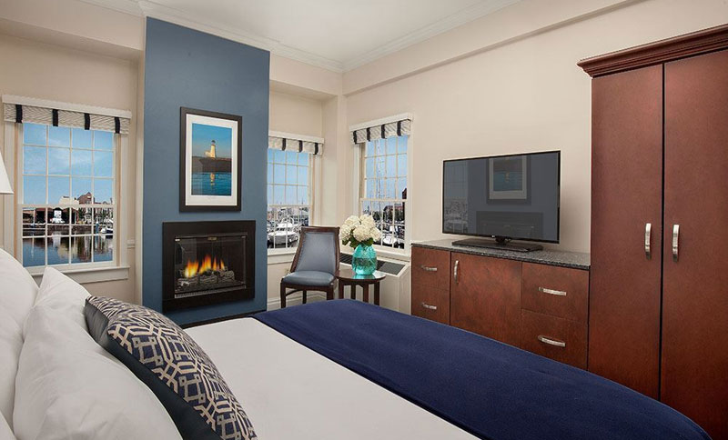 Bristol Harbor Inn, Rhode Island - Deluxe King With Fireplace